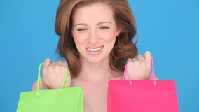 Lächelnder Frauen-Käufer Stockbild