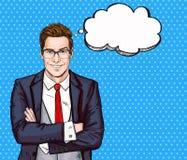 Lächelnder Geschäftsmann in den Gläsern in der komischen Art mit Rede sprudeln Erfolg Stockbild