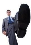 Lächelnder Geschäftsmann, der auf etwas steping ist Stockbilder