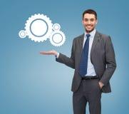 Lächelnder Geschäftsmann, der Einstellungsikone hält Lizenzfreie Stockfotografie