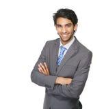 Lächelnder Geschäftsmann mit den Armen gekreuzt Stockbild