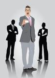 Lächelnder Geschäftsmann mit den Schauspielen, die Visitenkarte zeigen Lizenzfreie Stockbilder