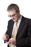 Lächelnder Geschäftsmann mit smartphone Stockfotos