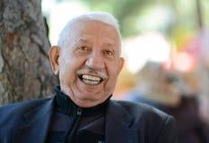 Lächelnder glücklicher älterer Mann Stockbilder