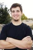 Lächelnder glücklicher positiver junger Mann stockbilder
