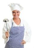 Lächelnder Hauptkoch mit einem Schöpflöffel. Stockfotos