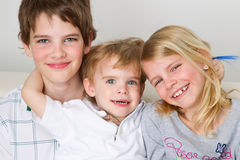 Lächelnder jüngsterer Sohn Lizenzfreies Stockbild
