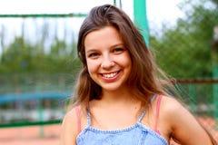 Lächelnder Jugendlicher stockbilder