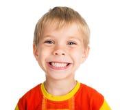 Lächelnder Junge auf weißem Hintergrund Stockfotos