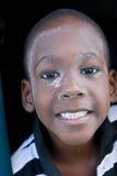 Lächelnder Junge mit einbezogen in Puder Lizenzfreie Stockbilder