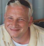 Lächelnder junger Mann Lizenzfreie Stockfotografie
