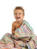 Lächelnder kleiner Junge im Tuch Stockfotos