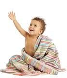 Lächelnder kleiner Junge im Tuch Stockbild