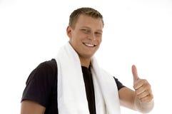 Lächelnder Mann, der Daumengeste zeigt Lizenzfreies Stockfoto