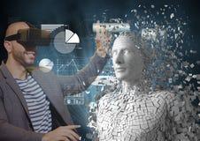 Lächelnder Mann, der menschliche Figur 3d beim Tragen von VR-Gläsern berührt Lizenzfreie Stockbilder
