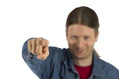 Lächelnder Mann, der seinen Finger zeigt Stockfotografie