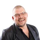 Lächelnder Mann mit Gläsern Stockfotografie