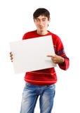 Lächelnder Mann mit großer Karte Lizenzfreies Stockbild