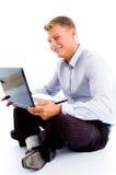 Lächelnder Mann mit Laptop Stockfotos