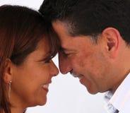 Lächelnder Mann und Frau Stockfoto