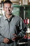 Lächelnder Mechaniker Lizenzfreie Stockfotos
