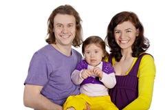 Lächelnder Mutter- und Vatereinfluß auf Handtochter stockbild
