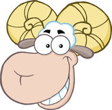 Lächelnder Ram Sheep Head Cartoon Mascot-Charakter Stockbilder