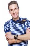 Lächelnder stattlicher junger Mann Lizenzfreie Stockbilder