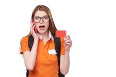 Lächelnder Student mit Rucksack lizenzfreie stockbilder