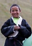 Lächelnder tibetanischer Junge von Dolpo, Nepal Lizenzfreie Stockbilder