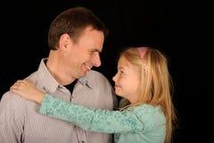 Lächelnder Vater und Tochter Lizenzfreies Stockbild