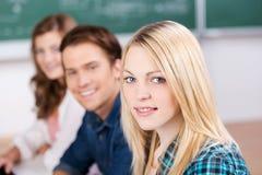 Lächelnder weiblicher Student Stockfoto