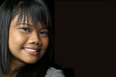 Lächelndes asiatisches jugendlich Mädchen Stockfotografie