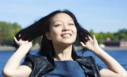Lächelndes asiatisches Mädchen Stockfotos