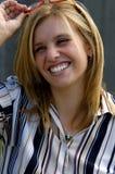 Lächelndes blondes Leitprogramm stockbild