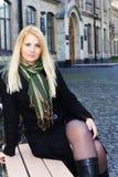Lächelndes blondes Mädchen der Junge Lizenzfreie Stockbilder