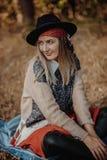 Lächelndes blondes Mädchen Portrait der glücklichen schönen jungen Frau stockbilder