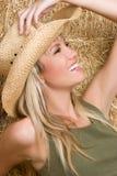 Lächelndes Cowgirl lizenzfreie stockfotos