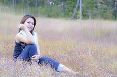 Lächelndes Frauengenießen Stockfotos