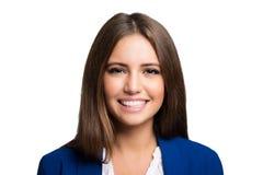 Lächelndes Frauenporträt lokalisiert auf Weiß Stockfotografie