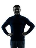 Lächelndes freundliches Schattenbildporträt des Mannes Stockfoto