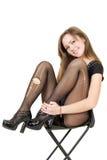 Lächelndes hübsches Mädchen in den heftigen Strümpfen lizenzfreie stockfotografie