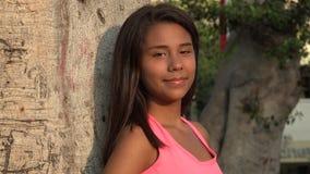 Lächelndes jugendlich Mädchen stock footage