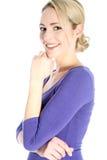Lächelndes junges blondes Frauen-Portrait Lizenzfreies Stockbild