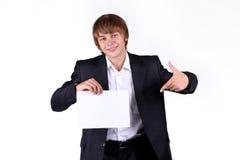 Lächelndes junges Geschäftsmann-Holdingleerzeichen Stockfotografie