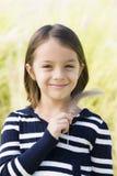 Lächelndes junges Mädchen lizenzfreies stockbild