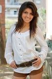 Lächelndes junges Mädchen Stockfoto