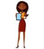 Lächelndes junges Mädchen des Geschäfts, das mit Tablette steht Glücklicher Afroamerikanerfrauencharakter mit Tablette Angenehm l Lizenzfreie Stockbilder