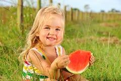 Lächelndes Kind mit Wassermelone Lizenzfreies Stockfoto