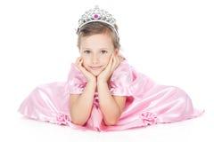 Lächelndes kleines Mädchen mit silberner Krone stockbilder